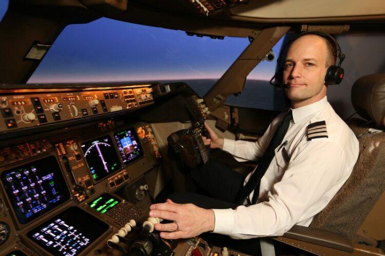 Profesi pilot merupakan jenis pekerjaan dengan tanggungjawab yang besar